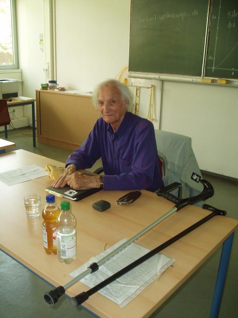Herbert Westenburger beim Vortrag in der Wöhlerschule, 2013 (Foto: M.Faltinat)
